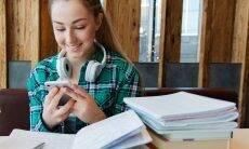 dicas de estudos para adolescentes menina estudando