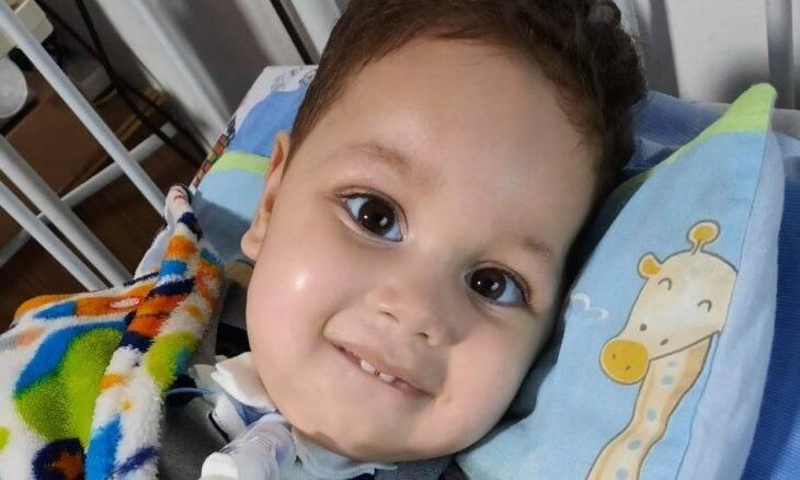"""Para salvar vida do filho, mãe busca arrecadar R$ 12 milhões para comprar """"remédio mais caro do mundo"""""""
