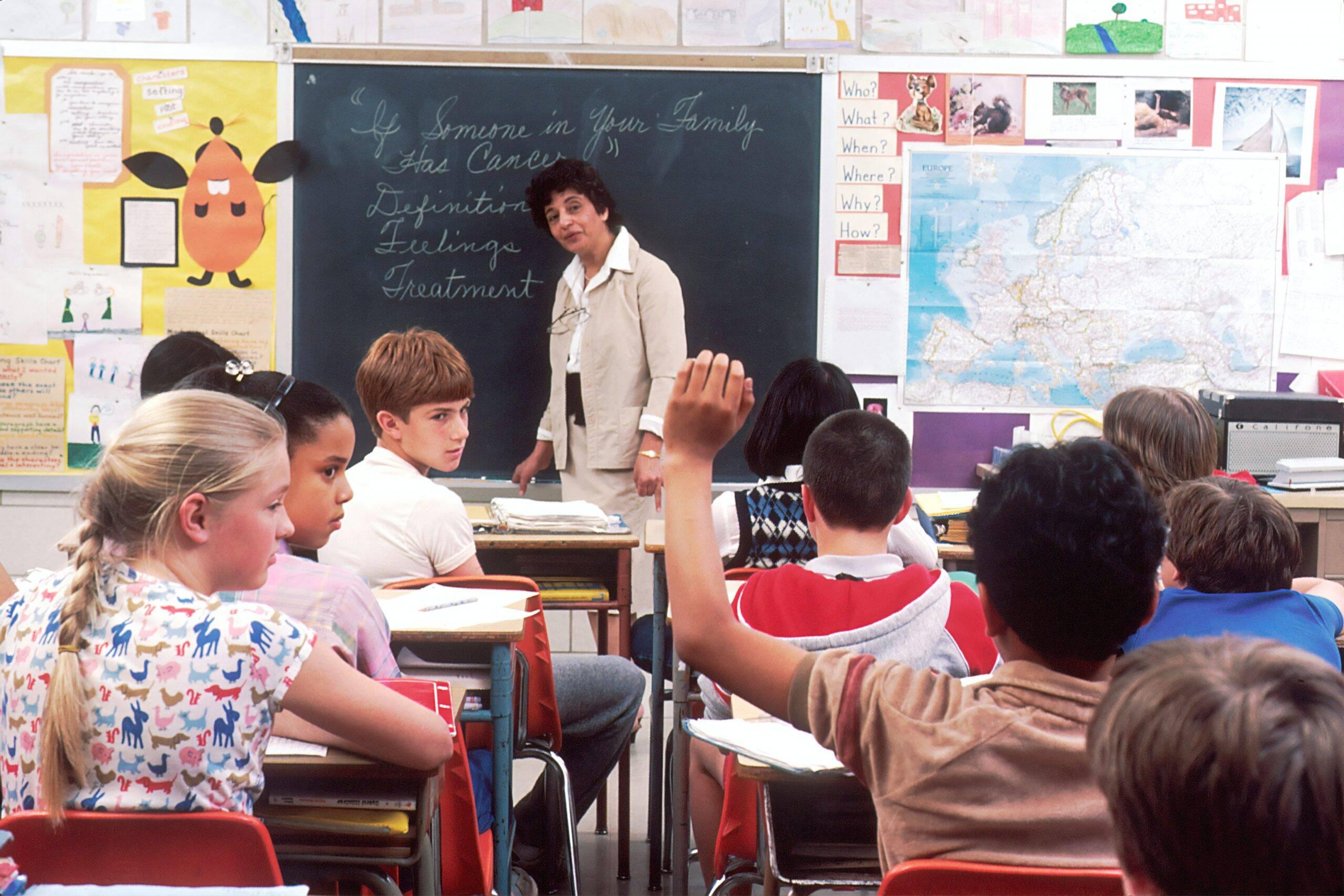Internações de crianças por covid-19 aumentam em 23% na Flórida antes de reabertura das escolas