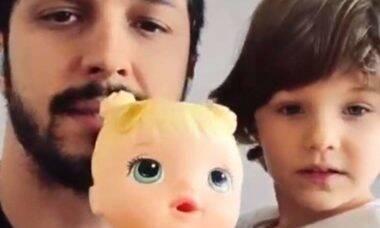 Romulo Estrela fala sobre tabu de meninos brincarem com bonecas