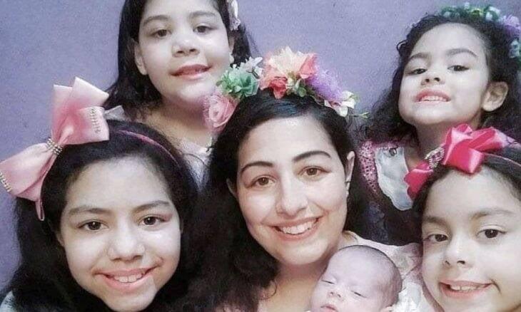 Mãe de 6 meninas está grávida de gêmeos mesmo após laqueadura