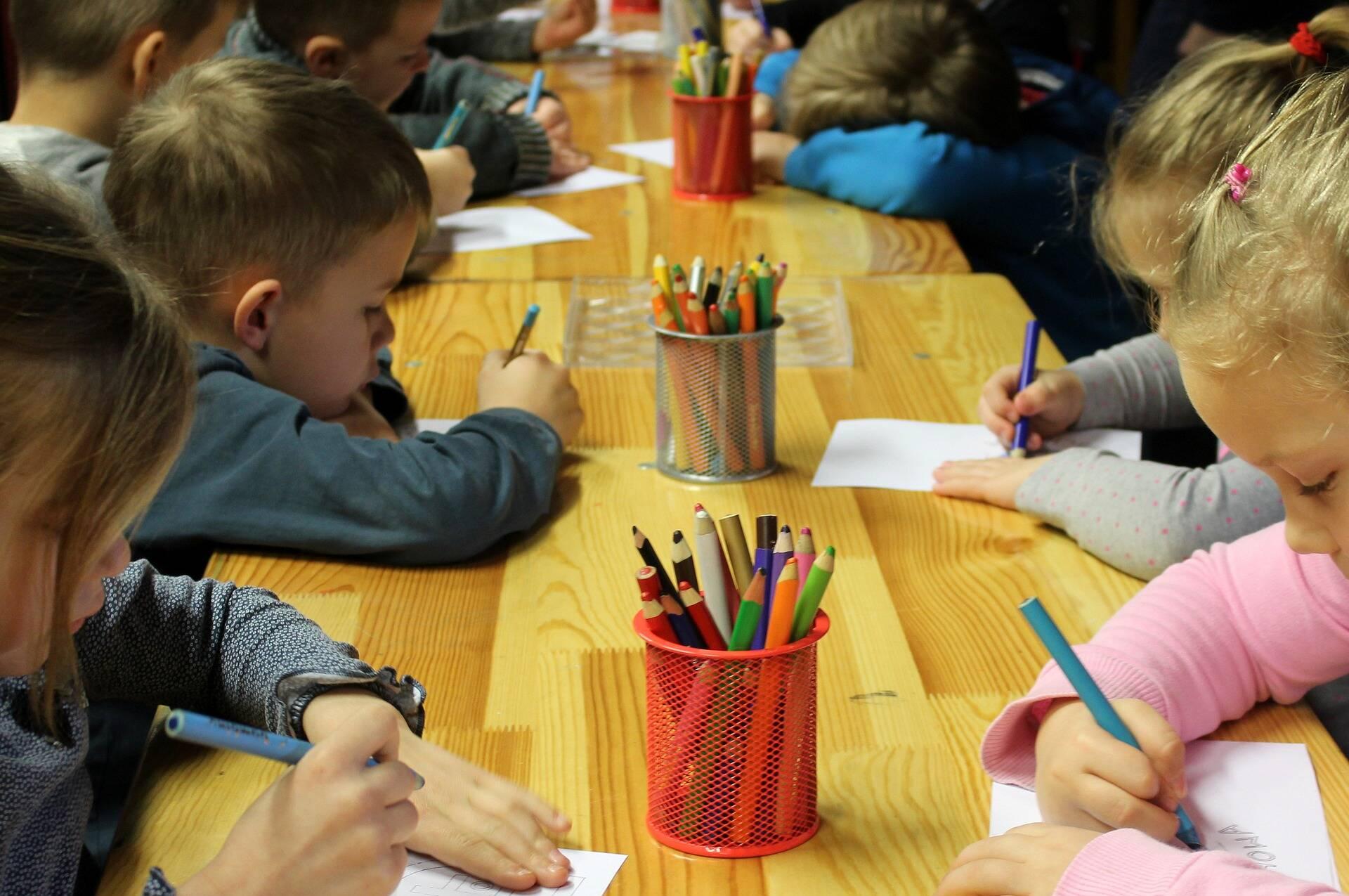 Crianças na educação infantil não podem repetir de ano, caso pais tirem os filhos da escola