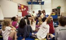 De volta às aulas presenciais em Manaus, professora encara rotina de medo