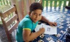 Menino de 11 anos morre após receber descarga elétrica enquanto usava celular que estava carregando