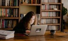 Metade dos professores não sabe se estudantes aprendem em aulas online, diz pesquisa