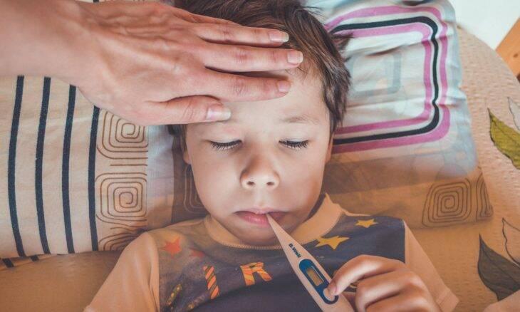 Diarreia e vômito podem ter ligação a casos graves de covid-19 em crianças
