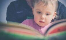 Leitura ajuda no desenvolvimento verbal das crianças, mesmo com pais de baixa escolaridade