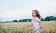 Brincar na natureza traz benefícios para a saúde das crianças