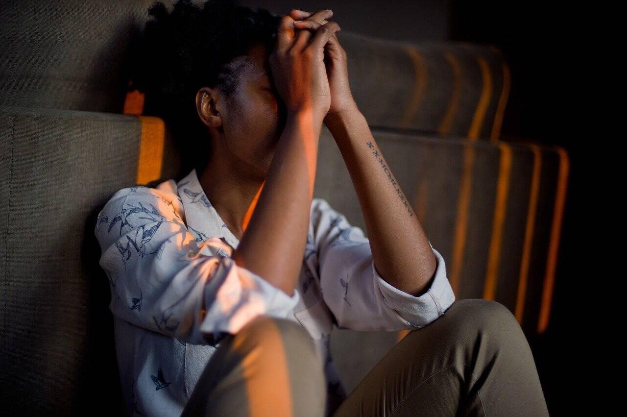 Quarentena está fazendo mulheres trabalharem mais e acabando com a saúde mental delas
