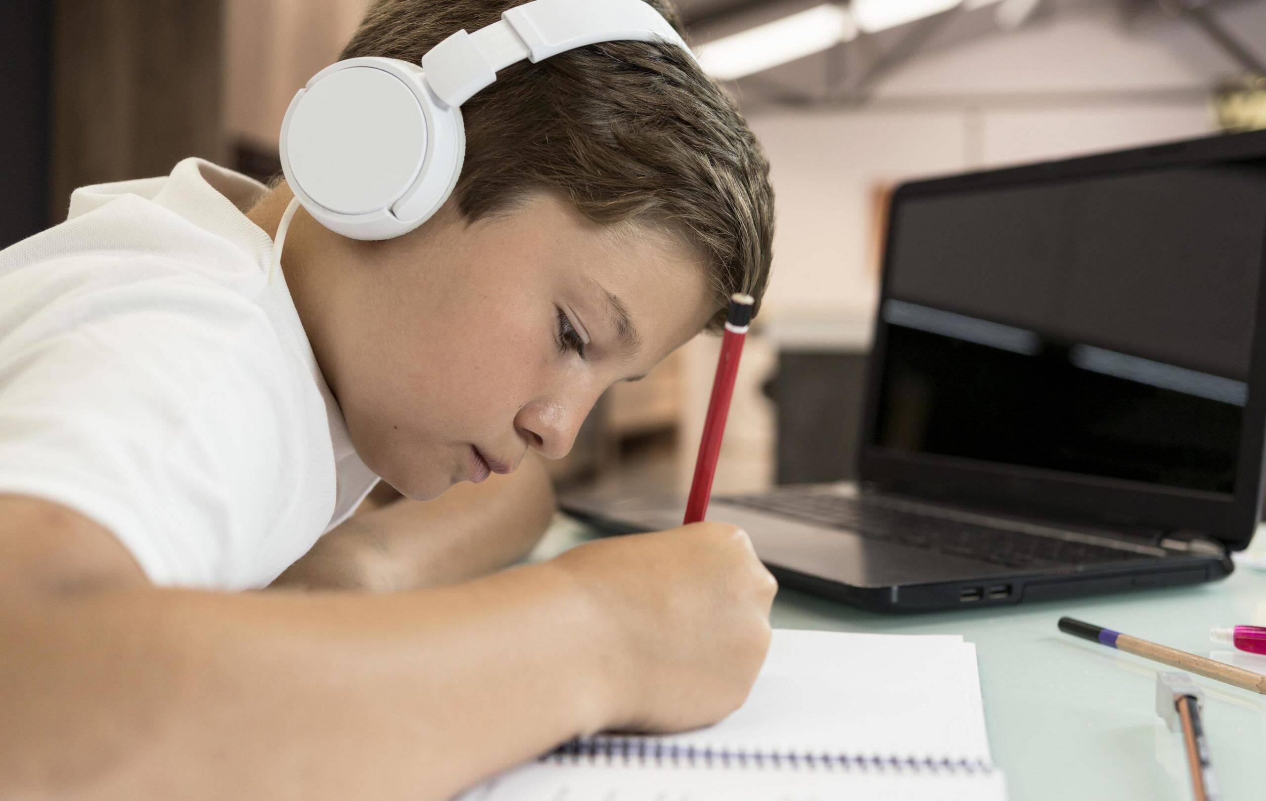 Conselho Nacional de Educação libera ensino remoto até 2021