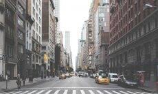 Nova York pretende fechar novamente escolas e empresas por conta da covid-19